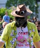 Cosplayer iklädd steampunkstil på den Cosplay festivalen arkivbilder