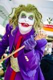 Cosplayer klädde som joker Royaltyfri Fotografi