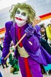Cosplayer klädde som joker Royaltyfri Foto