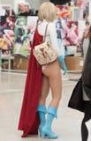 Cosplayer kleidete als Energiemädchen von DC-Comics an Lizenzfreie Stockbilder