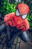 Cosplayer kleidete als &#x27 an; Spiderman' vom Wunder Stockfotografie