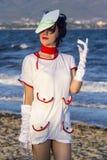 Cosplayer op het strand Stock Fotografie
