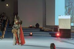 Cosplayer se vistió como el paladín del asilo del carácter Imagenes de archivo