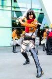 Cosplayer som tecken Mikasa Ackerman från Attac Royaltyfri Foto