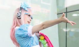 Cosplayer som tecken toppna Sonico från SoniAni: Toppna Sonic Arkivbilder