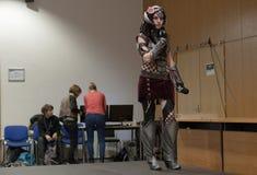Cosplayer ubierał jako charakteru Headhunter Caitlyn obraz royalty free