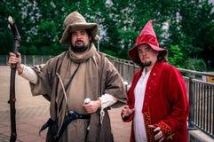 Cosplayers穿戴了作为巫术师 免版税库存图片