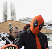 Cosplayers de Alecomics para o anúncio publicitário, máscara de Deadpool imagem de stock royalty free