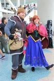 Cosplayers die kostuums en maniertoebehoren dragen in Anime Exp Stock Foto