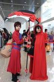 Cosplayers jest ubranym kostiumy i mody accessorie Fotografia Royalty Free