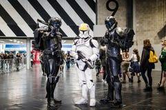 Cosplayers klädde som Star Wars tecken arkivfoton