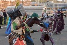 Cosplayers kleidete als die Charaktere von Spiel Welt von Warcraft an Lizenzfreie Stockfotografie