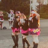 Cosplayers s'est habillé comme caractères de film d'anime Photos stock