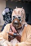 Cosplayers vestiu-se como os caráteres do ` de Star Wars do ` levantam junto Imagem de Stock