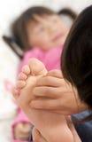 Cosquilleo de pies Fotografía de archivo libre de regalías