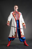 Cossack novo armado no vestido ucraniano nacional Fotos de Stock Royalty Free