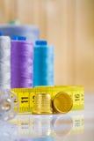 Cosses et tapeline, traitements différés sur la table Images stock