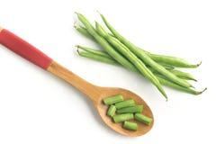 Cosses vertes de haricots nains coupées en tranches image stock
