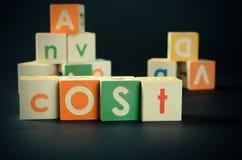 COST woord met kleurrijke blokken Royalty-vrije Stock Afbeelding