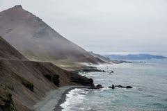 Costa atlantica, Islanda, mare, montagne Immagine Stock Libera da Diritti