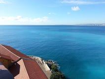 Costa bonita agradável da cidade da opinião do mar de Nizza Imagens de Stock Royalty Free