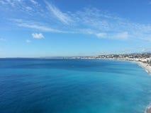 Costa bonita agradável da cidade da opinião do mar de Nizza Fotografia de Stock Royalty Free