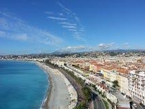 Costa bonita agradável da cidade da opinião do mar de Nizza Imagem de Stock Royalty Free