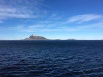 A costa bonita de Helgeland no condado de Nordland, Noruega Foto de Stock