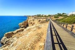 Costa bonita em Carvoeiro, o Algarve, Portugal Fotografia de Stock Royalty Free