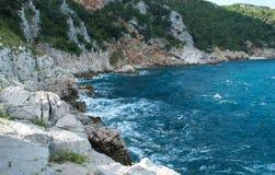 a costa bonita no mar de adriático na Croácia de Istria foto de stock royalty free