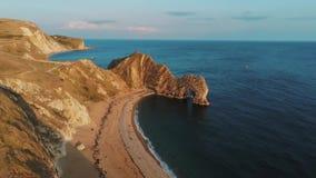 Costa costa británica maravillosa en Devon - la puerta de Durdle metrajes