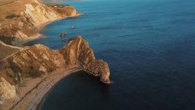 Costa costa británica maravillosa en Devon - la puerta de Durdle almacen de video