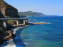Costa cênico com mar Cliff Bridge Imagens de Stock Royalty Free