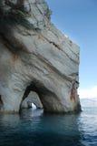 Costa, cavernas azuis e mar fotos de stock