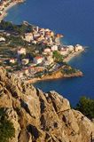 Costa cerca por Makarska fotos de archivo