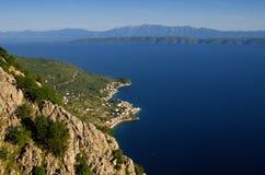 Costa cerca por Makarska foto de archivo libre de regalías