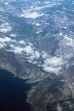 Costa coberto de neve de terreno montanhoso e de mar, fotografia aérea Novi-Vinodolski, Povile, Klenovica, Croácia fotografia de stock royalty free