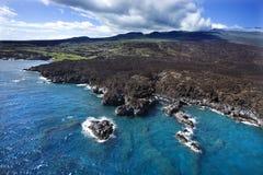 Costa con las rocas de la lava. Fotos de archivo