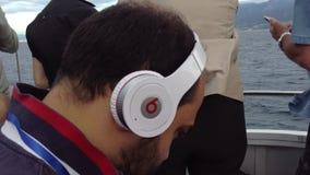 Costa Concordia ankomst på porten av Genua lager videofilmer