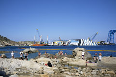 Costa concordia tourists curious Royalty Free Stock Photography