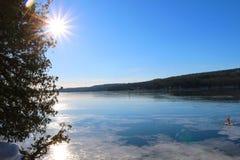 Costa congelada da lagoa de McGrath imagem de stock royalty free