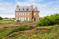 Costa cor-de-rosa do granito. Brittany, França imagens de stock royalty free