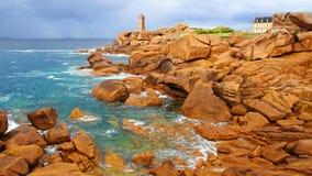 Costa cor-de-rosa do granito. Brittany, France imagem de stock royalty free