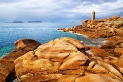 Costa cor-de-rosa do granito. Brittany, France imagens de stock royalty free