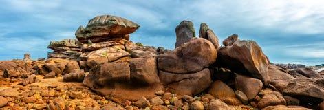 A costa cor-de-rosa Tregastel Perros-Guirec do granito, Brittany Bretagne, França fotos de stock royalty free