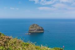 Costa Cornualha de Trebarwith da rocha da gaivota perto de Tintagel Imagem de Stock Royalty Free