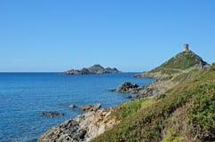 Costa corsa con las islas sangrientas famosas Foto de archivo libre de regalías