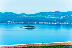 Costa costa croata a lo largo del mar adriático Fotografía de archivo
