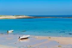 Costa costa de Alderney con marea baja Foto de archivo libre de regalías