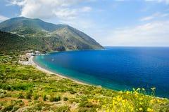 Costa costa de la isla de Filicudi Imagen de archivo